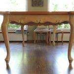 inne meble z drewna stół